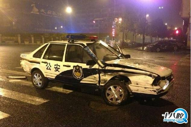 车友之家 十八腔大众车友会 桑塔纳警车与三菱汽车相撞,胜负 .