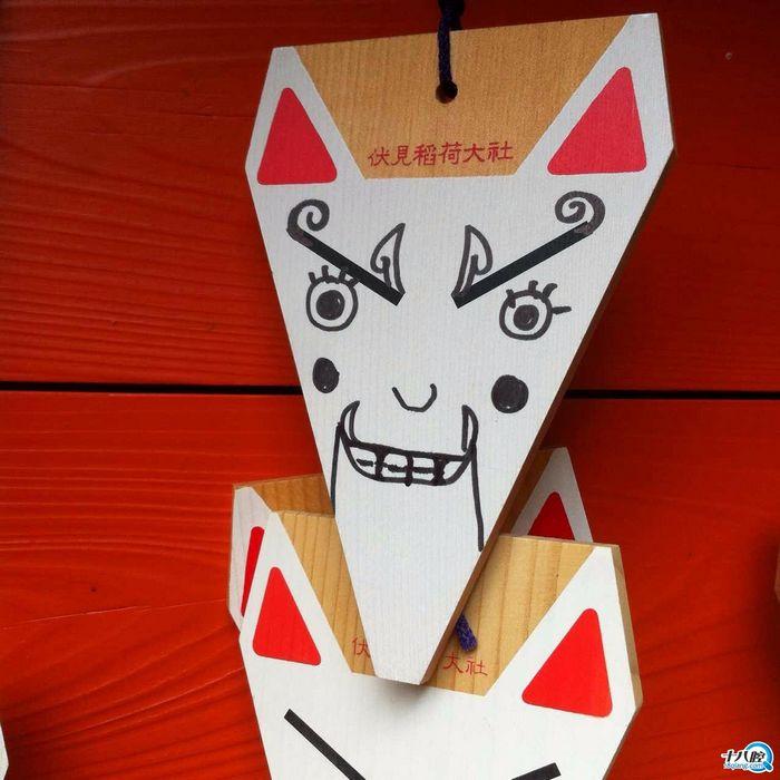这个拍拍是自己买的白狐狸面!拿水笔自己画的那种!