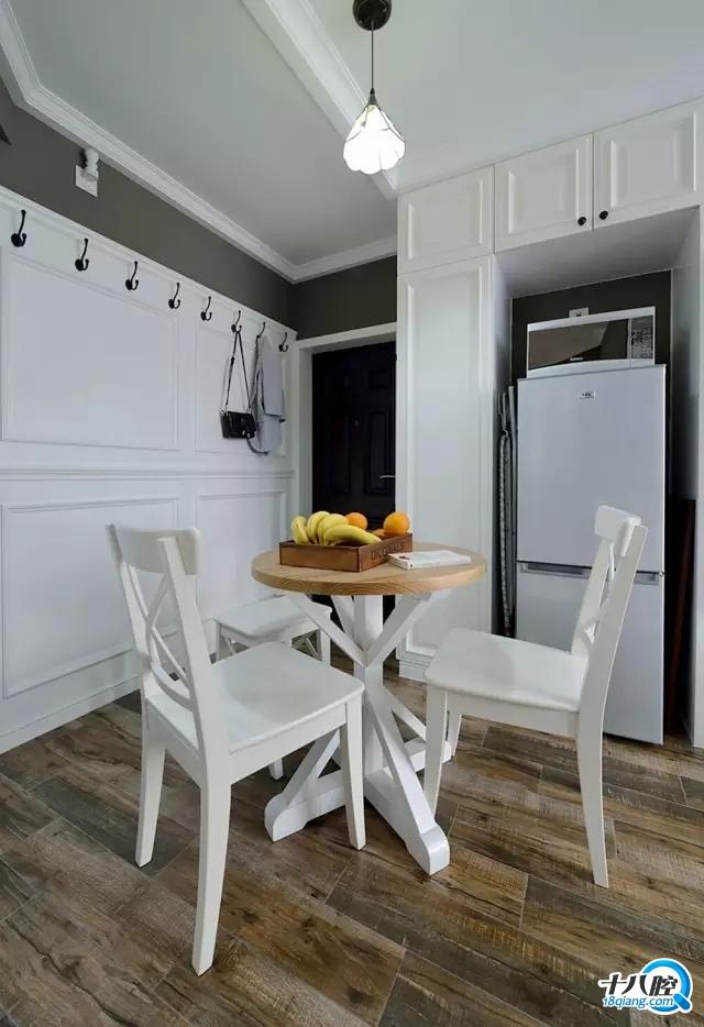 对于小户型来说,将冰箱放置于餐厅或客厅,不仅可以增大厨房的操作台