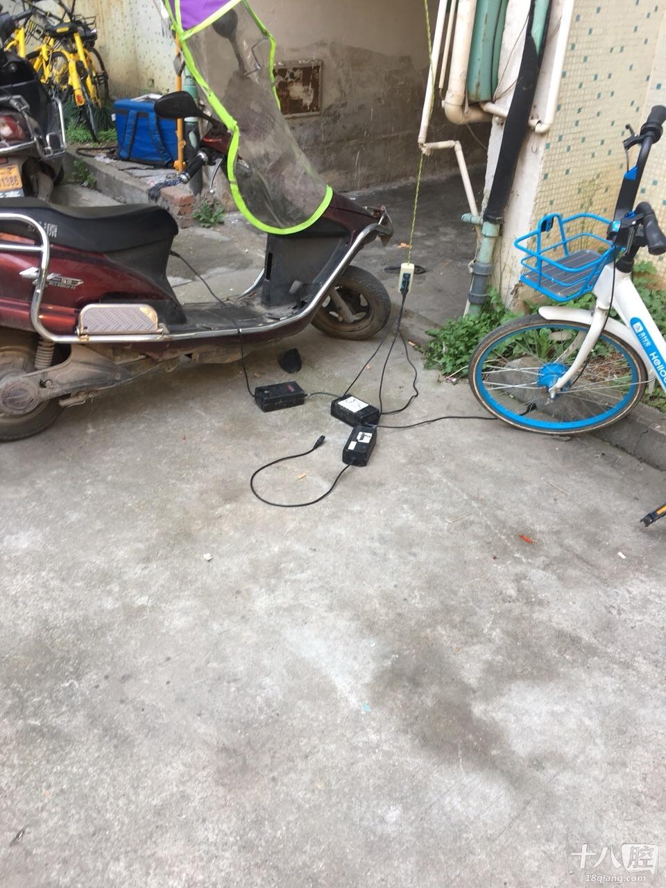 电瓶车这样充电是否欠妥