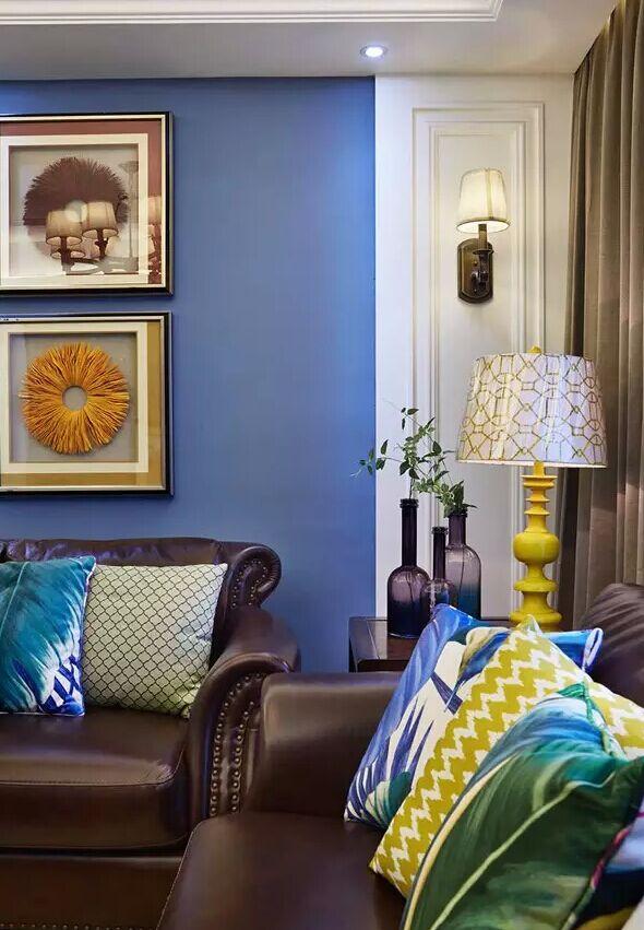 蓝色原本墙用的沙发乳胶漆,加上各种颜色的软装让沉稳风格的美式背景火烈鸟图片背景墙图片