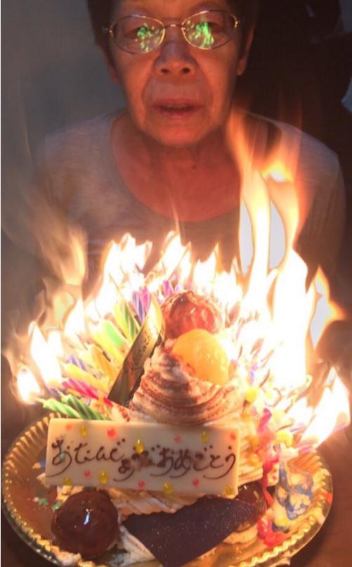 奶奶每天晚上让我插_一岁插一根蜡烛,60岁的奶奶蛋糕要插满60根吗?