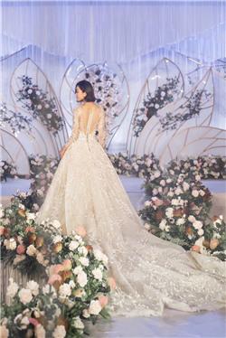 沁都婚礼会馆:皇冠繁花