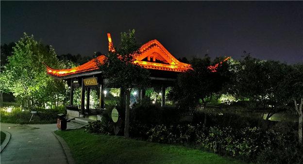 佛堂也有美美的夜景